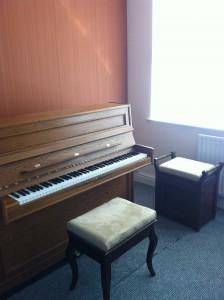 piano room photo 3